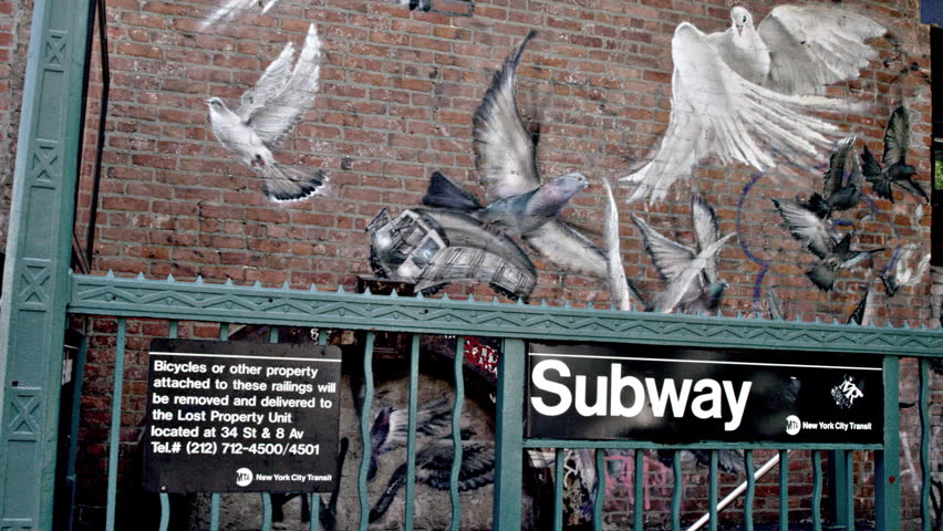 New york july 3 2015 subway station with birds and for Biggie smalls mural brooklyn
