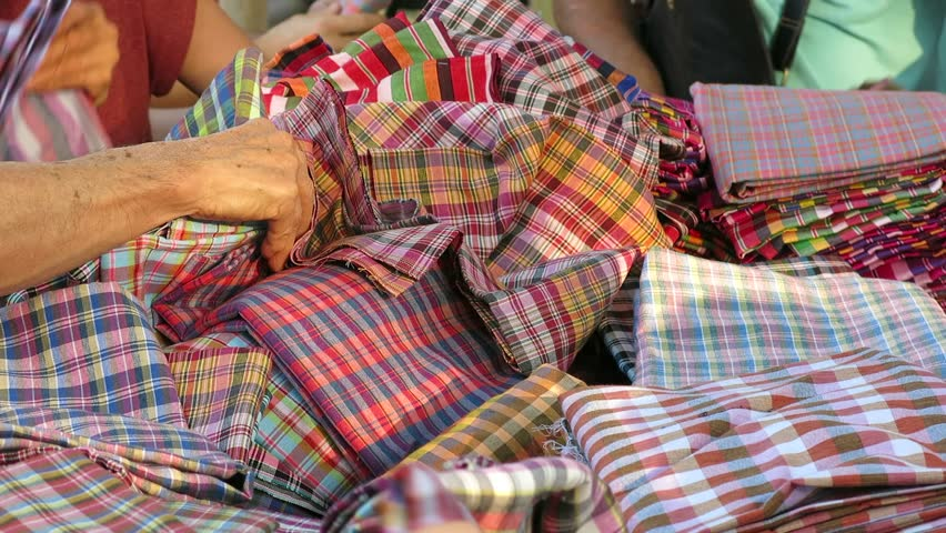Buying Thai traditional cloth
