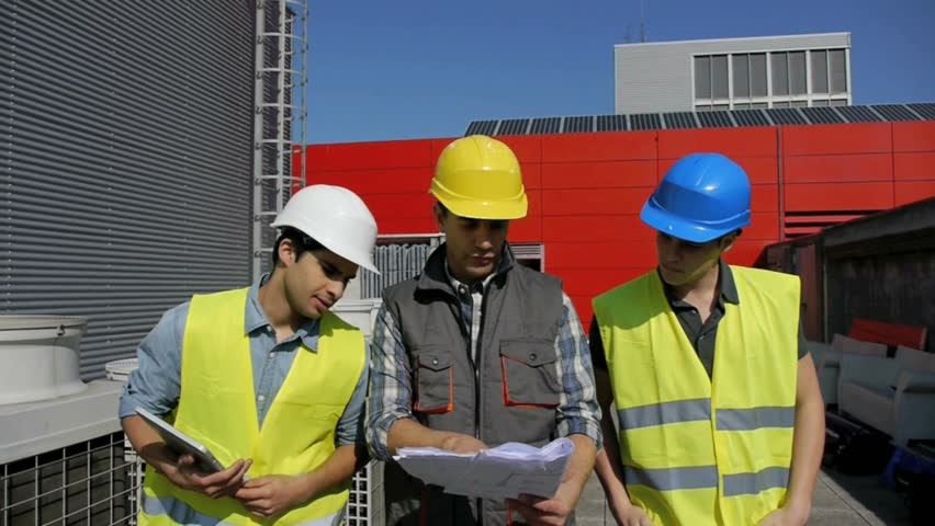 Construction foreman training young people on site