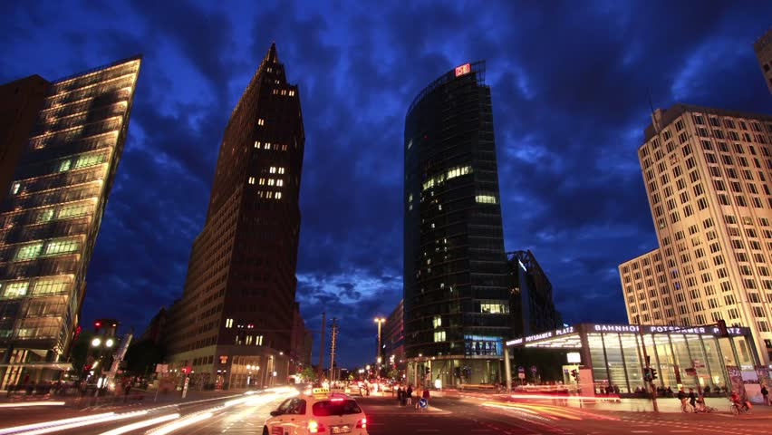 Potsdamer Platz Berlin - Zoom Out time lapse
