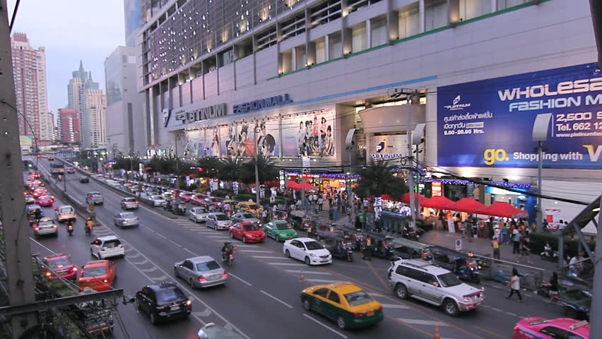 BANGKOK - DECEMBER 9: Rows of taxis, cars and tuk-tuk vehicles slowly passing in front of the Platinum Fashion Mall in Bangkok, Thailand on Dec 9, 2012. Pratunam market area is known for wholesale export oriented shops. - HD stock footage clip