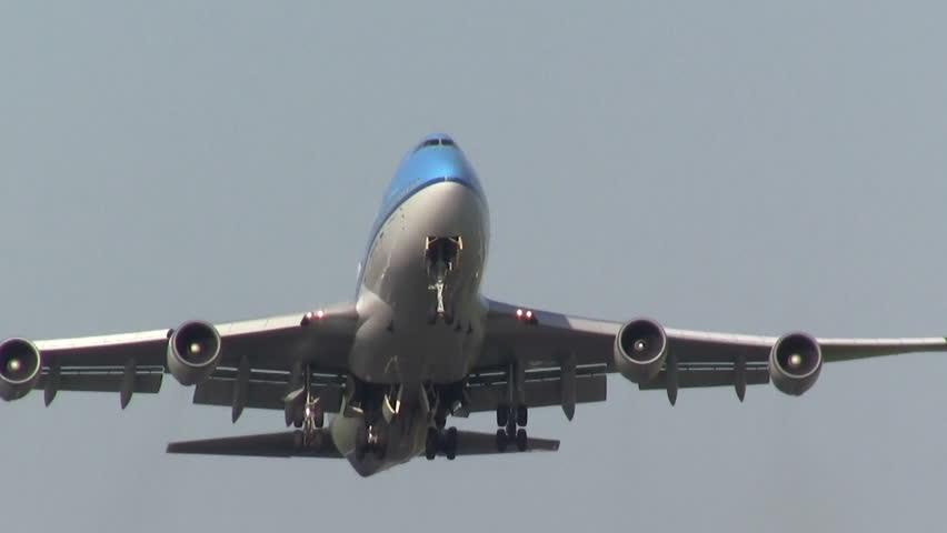 747 close up while taking off