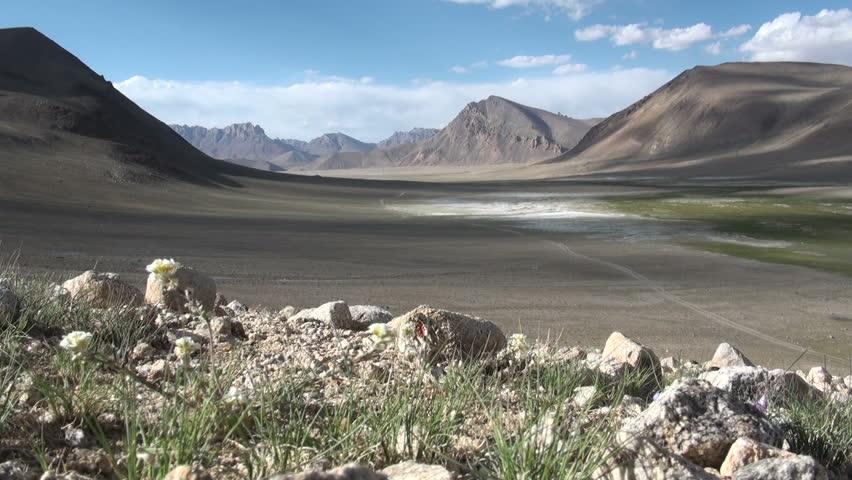 Keng shiber tajikistan 25 june 2013 a toyota landscruiser is stuck in a deep swamp area in a