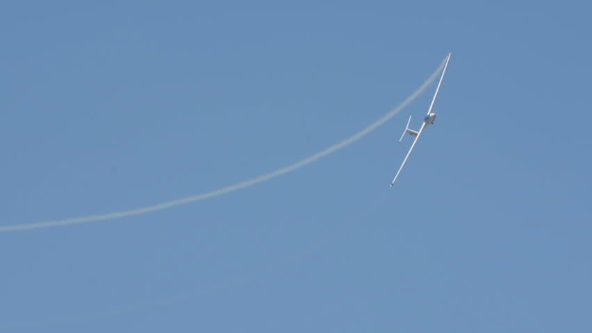 Aerobatic glider turning in large spirals