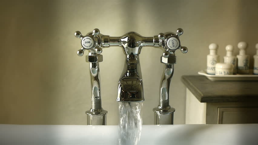 Bathtub tap with running water
