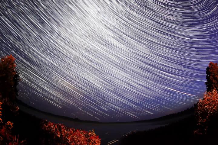 4k starry sky over the lake moiseevskoe valdaysky - Starry sky 4k ...