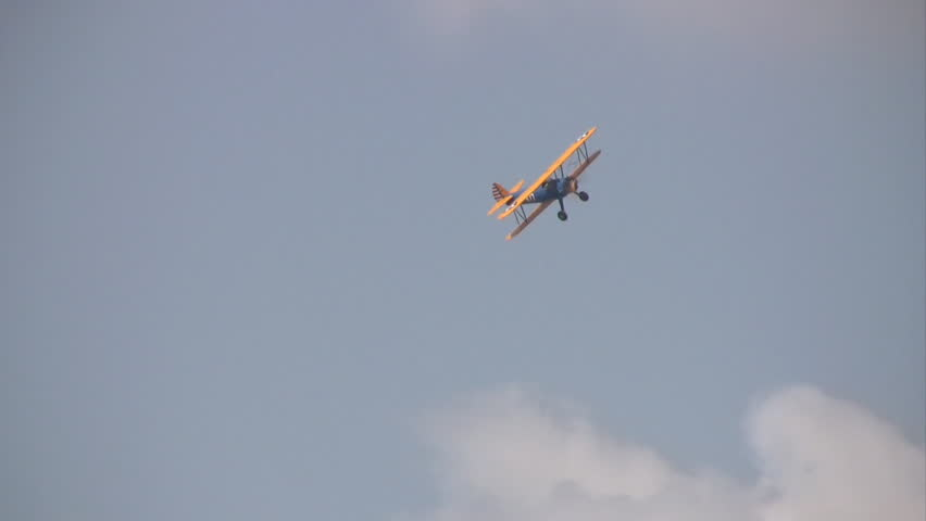 Video of an old WW II training Stearman bi-plane.