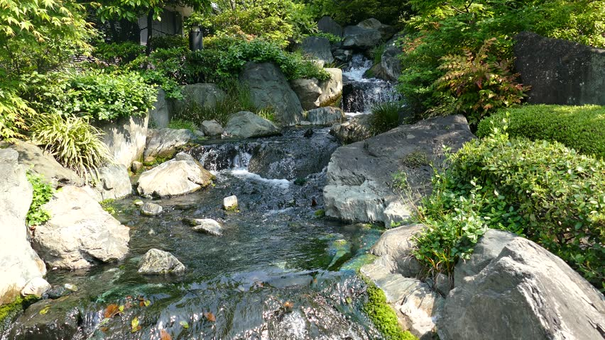 Small waterfall water feature in traditional japanese for Small japanese water garden
